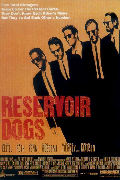 DVD CINE 1201 -  Reservoir dogs (1992) EEUU. Dir: Quentin Tarantino. Acción. Thriller. Cine independente USA. Películas de culto. Sinopse: unha banda organizada é contratada para atracar unha empresa e levar uns diamantes. Con todo, antes de que soe a alarma, a policía xa está alí e algúns membros da banda morren no enfrontamento. Todo apunta a que hai un traidor entre eles