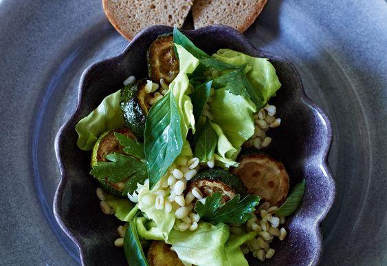 Zartweizen-Kräuter-Salat mit Zucchini