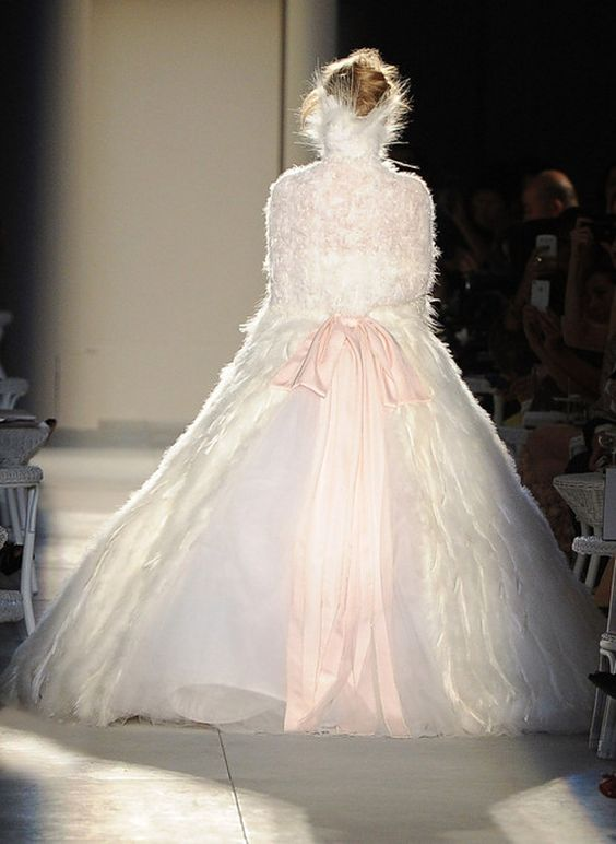 dustjacket attic: Chanel Haute Couture (F/W2012/13): Things Fashion, Ice Queen, Couture Gowns, Runway 2015, Fashion Runway