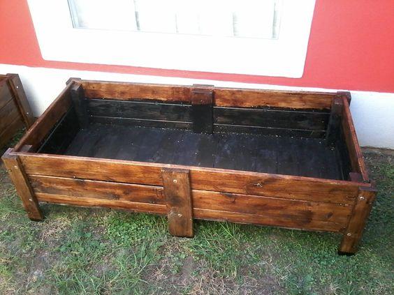 Macetero jardinera para huerta madera reciclada de pallets for Muebles cantero