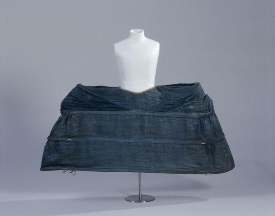 Grand panier, c. 1760. Blue linen, boning.