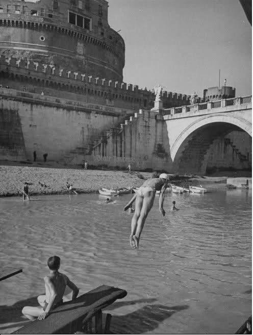 Tuffi e bagni nel Tevere • Roma4u