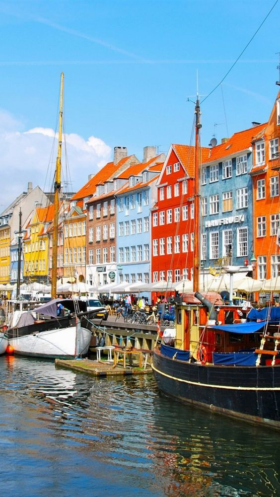 Kopenhagen, Denemarken http://www.holidaycheck.nl/city-reisinformatie_Kopenhagen-oid_7535.html