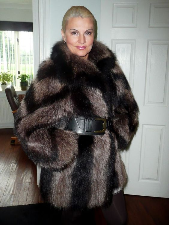Sexy Mature In Fur 105
