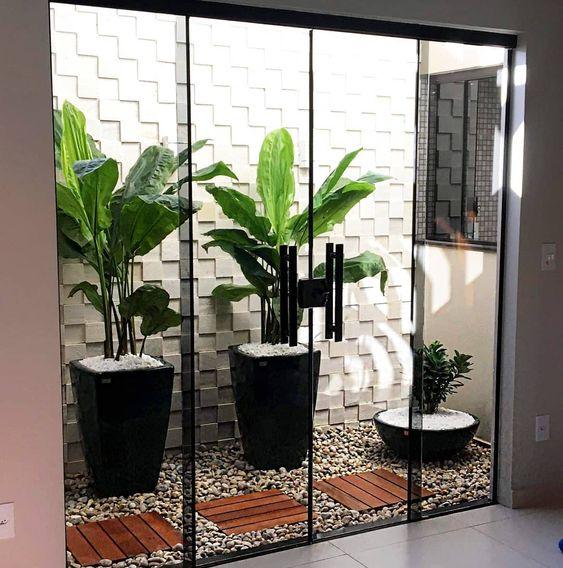 Seu espaço mais elegante com os vasos de fibra! Projeto lindo ???????? #jardimdeinverno #vasos #vasodefibra #vasoecor #rosadodeserto #mapoa