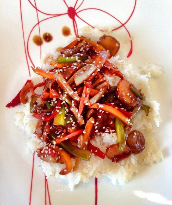 Vegetarian stir fry with homemade teriyaki sauce! http://www.lizzyfitness.com/