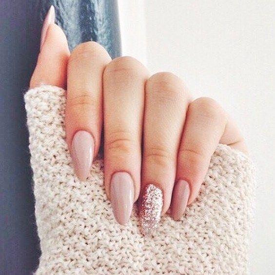 Nude and glitter nail art #nails