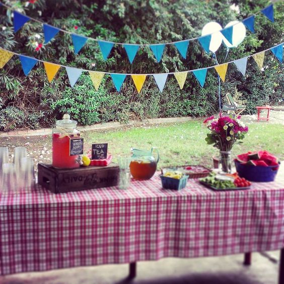 Birthday party table Picnic party. DIY Flags