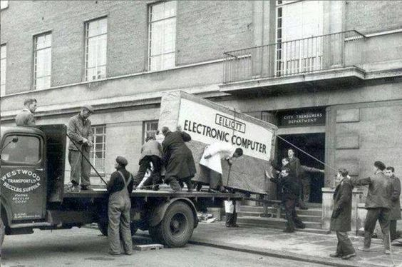 No te pierdas esta entrega de un ordenador en los años cincuenta del siglo pasado. @MetalBlacKer  -  Vlad BlacKer http://twitter.com/MetalBlacKer http://www.pinterest.com/VladBlacKer