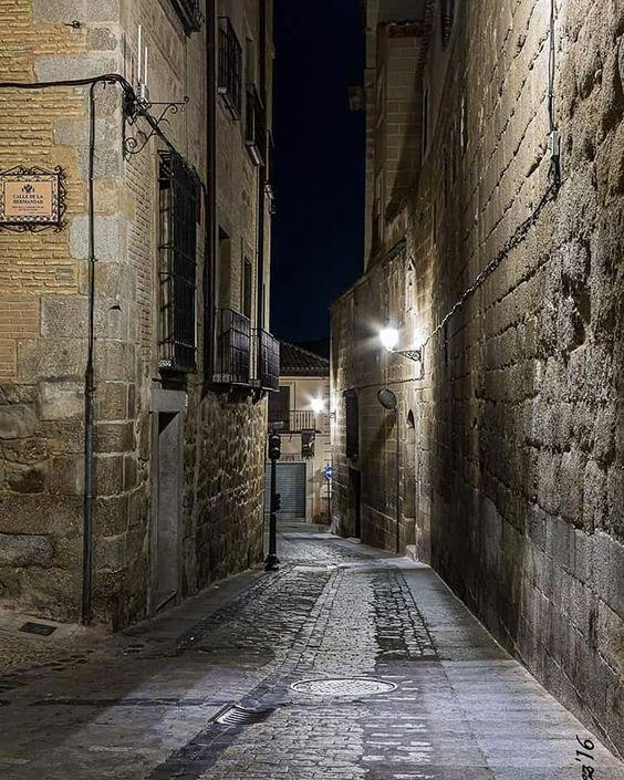 Calle Sixto Ramón Parro. #Toledo  #igerstoledo  #estaes_toledo  #fotoledo by fotoledo