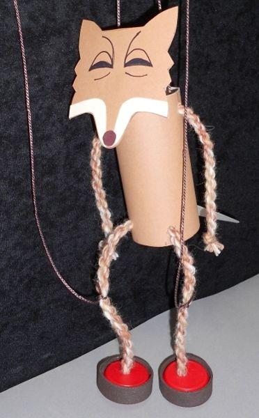 Marionetas DIY de hilo y materiales reciclados
