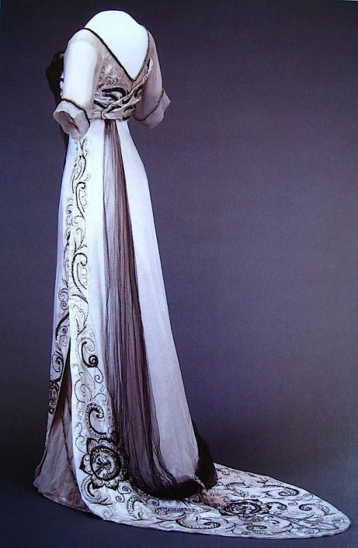 Queen Maude: Evening dress 1910-13:
