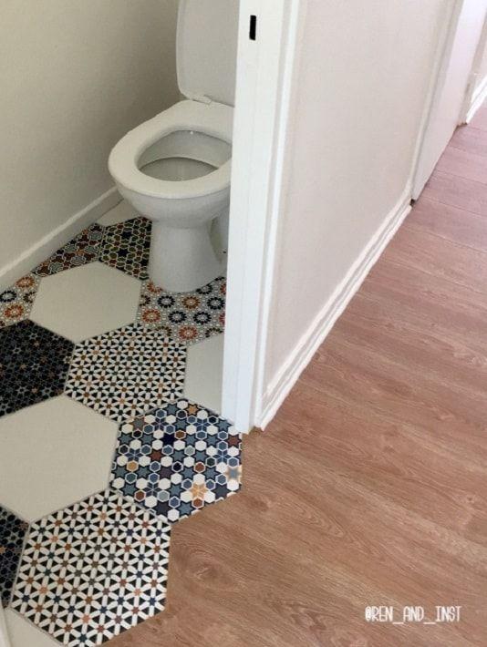 Carrelage En Tomette Plusieurs Motifs Andalusi Mix Associe Avec Des Tomettes Blanches Carrelage Tomette Idee Deco Toilettes Carreaux De Ciment Salle De Bain