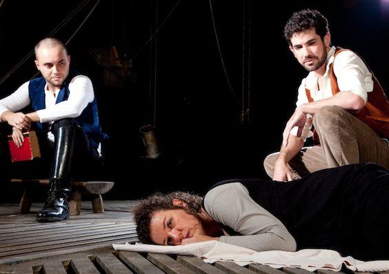 """Da esq. para a dir., o moleiro (Thiago Andreuccetti), o lavrador (Cláudio Queiroz) e a mulher (Eloísa Elena) em """"No Princípio era a Palavra"""""""