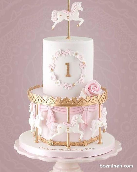 کیک فوندانت جشن تولد دخترانه با تم کراسل (چرخ و فلک اسب دار)