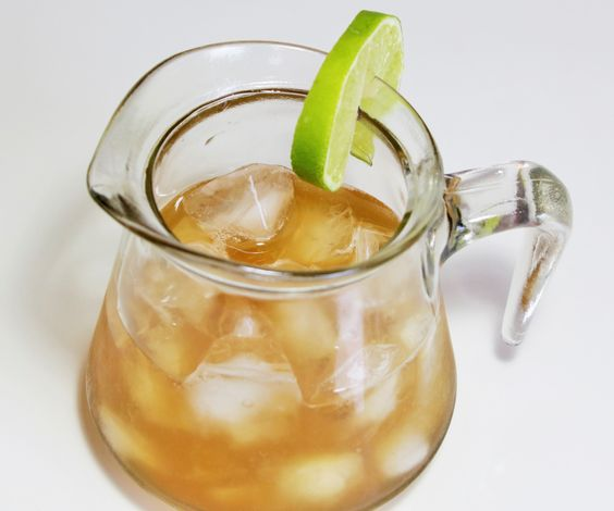 Chá Mate com limão Coloque 1/2 copo de a água deixe esquentar até 90° apague o fogo e coloque o sachê, espere 3 minutos. Esprema o limão no copo despeje o chá e acrescente gelo até que fique no topo do copo. Rendimento 1 copo