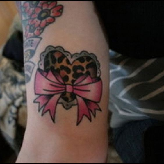 Bow tattoos my heart and tat on pinterest for Cute bow tattoos