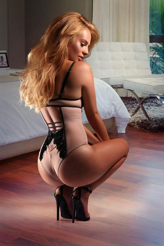 I dedicate this blog to my affliction for beautiful women wearing high heels and stockings and are...