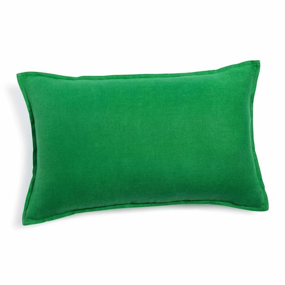 Washed linen cushion in green | Maisons du Monde #greenery