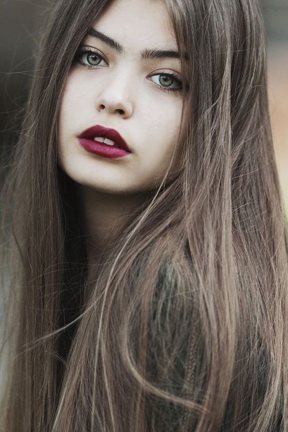 Braune augen graue mädchen blau haare Braune Haare
