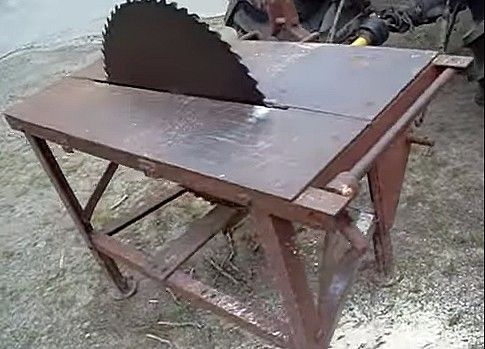 Pto Driven Table Saw By Andy Reynolds Homemade Pto Driven Table Saw Constructed From A Circular Saw Blade Angle Iron Table Saw Table Saws Homemade Tables