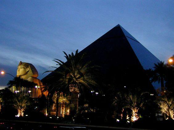 El Luxor Hotel es un Hotel y Casino localizado en el Strip de Las Vegas en Paradise, Nevada. Fue uno de los primeros mega-resorts completamente alusivo a un tema. Las excavaciones para el Luxor empezaron en 1991, el mismo año en el que empezó el Treasure Island y el actual MGM Grand.