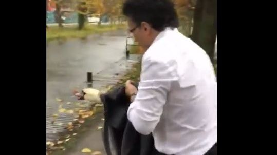 Supervet Rescues Startled Swan From Dublin Traffic Prof Noel Fitzpatrick Wraps Confused Bird In Tweed Jacket And Returns It T Dublin Tweed Jacket Rescue