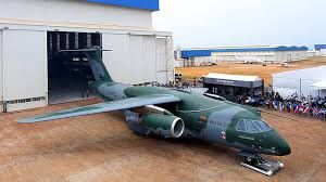 Avião (Airplane) KC-390. A Aeronáutica Brasileira é responsável pela defesa do país em operações eminentemente aéreas, e, no interno, pela garantia da lei, da ordem constitucionais.  Para ver mais fotos sobre esse mesmo assunto aperte/click no meu nome:@DeyvidBarbosa (DK) e procure a pasta Aeronáutica Brasileira. #AeronáuticaBrasileira #ForçasArmadasDoBrasil