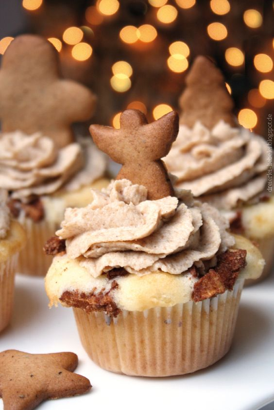 Bratapfel-Cupcakes mit Spekulatius-Cremetopping http://dreierlei-liebelei.blogspot.de