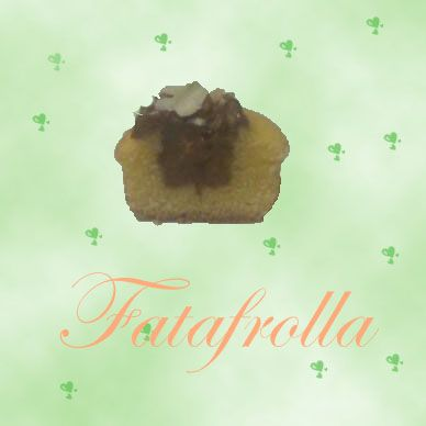 Interno del mini cupcake alla vaniglia con farcitura alla gianduia arricchita da nocciole tostate e cioccolato bianco.