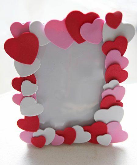 Valentijnscadeau knutselwerkje kind fotolijst met hartjes