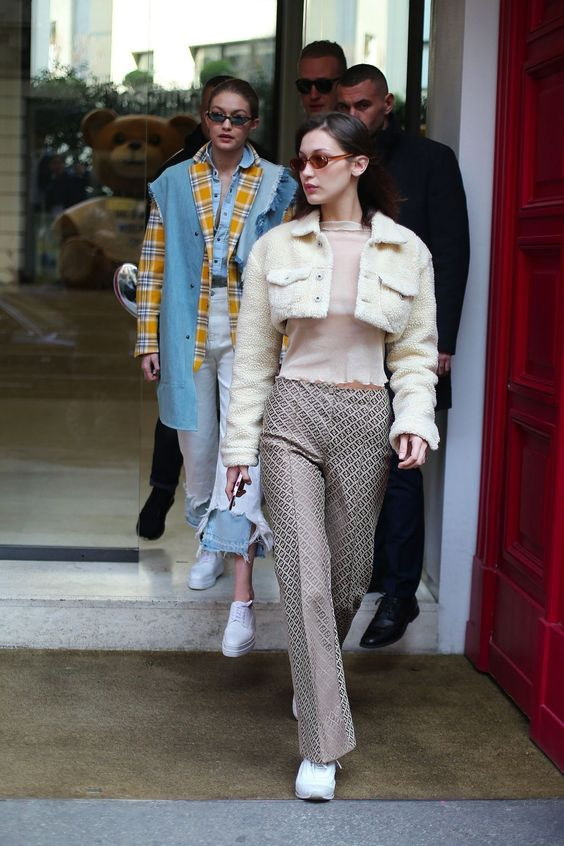 http://celebmafia.com/wp-content/uploads/2018/02/bella-hadid-and-gigi-hadid-leaving-the-moschino-fitting-in-preperation-for-milan-fashion-week-02-21-2018-5.jpg
