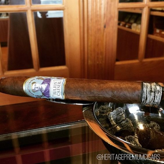 It's Friday and you deserve a #DiamondCrown #cigar @heritagepremiumcigars