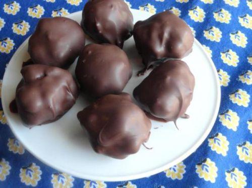 Recette facile de boule de tarte aux pacanes enrobée de chocolat!