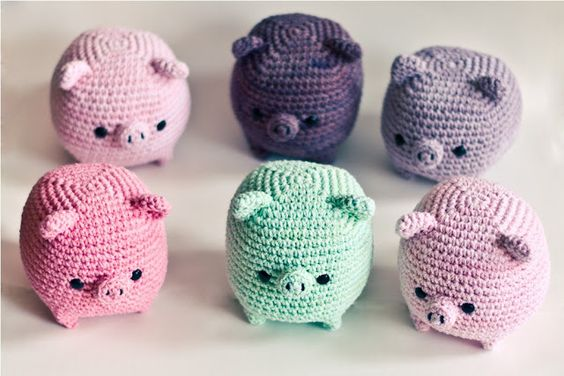 Crochet pigs-if I knew this language, I would totally make one of these...