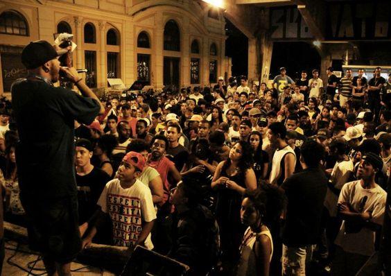 O Duelo de MCs, que ganhou notoriedade ao se apresentar sob o Viaduto Santa Tereza, tem releitura, nesta quinta- feira, no auditório do Museu Inimá de Paula, no Centro de Belo Horizonte. Evento terá rimas improvisadas e show do  Arte Favela. Foto: Pablo Bernardo - Indie BH