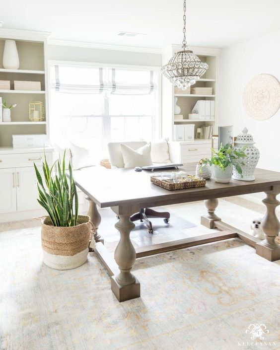 Home Office Spring Decor | Gorgeous home office space all decorate for spring! Loving the gorgeous houseplants and office accessories. #officedecor #springdecor