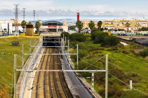 http://500px.com/photo/189085493 Gare by UltimoFenicio -Estación de San Fernando (Cádiz). Tags: cieloverdenaturalezaazulgareTrenEstación