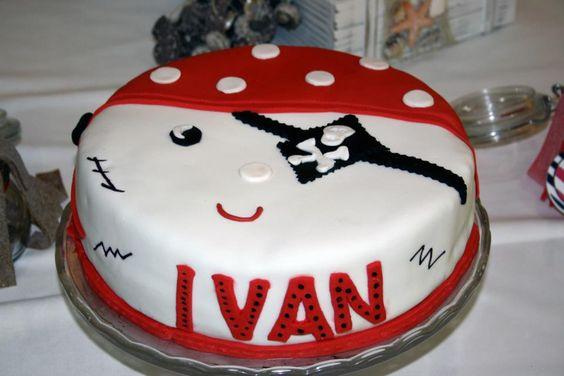 Ivan. Tarta de chocolate decorada con fondant de nubes.