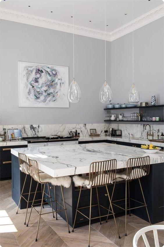 여러 스타일의 아일랜드식탁 인테리어아일랜드식탁 만큼 주방 동선을 편하게 해주는게 없는 듯해요 사용하 인테리어 부엌 디자인 리모델링