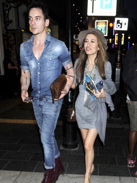 Gemeinsam mit seiner Verlobten Mara Lane besuchte er eine Theatervorführung in London.