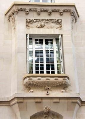 3, rue Alfred Dehodencq, XVIe arr. L'architecte Maurice Du Bois d'Auberville a réalisé ce charmant hôtel particulier, style Belle Époque pour Mlle Baconnier.