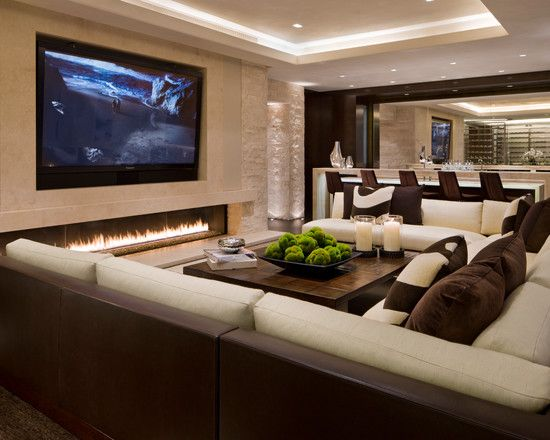 Modern Family Room With Cream Wall Paint And Exclusive Furniture Also Large TV Screen 550x440 Pixels