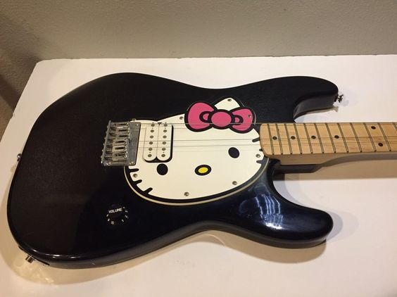 details about hello kitty squier stratocaster strat electric guitar by fender. Black Bedroom Furniture Sets. Home Design Ideas