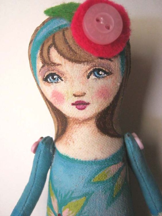 """Close Up of 4"""" Pocket Prim by Hally Levesque"""