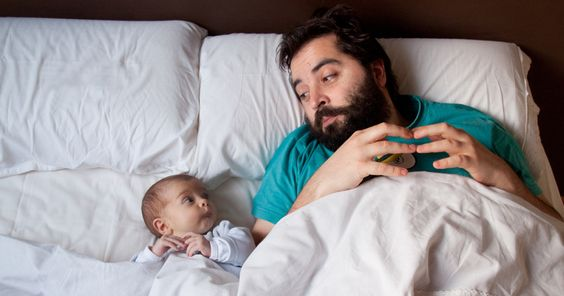 10+ Dads With Their Babies Showing That Fatherhood Brings Out The Best In Men | Bored Panda