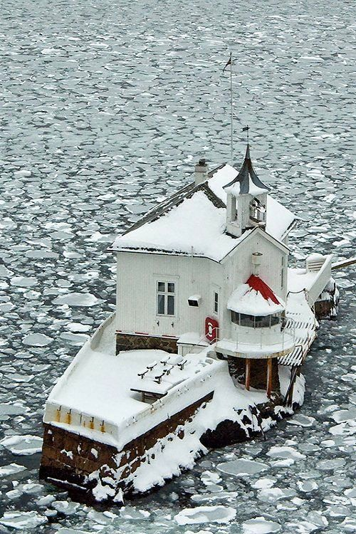 """The Old lighthouse """"Dyna"""" in the Oslofjord - Oslo, Norway (by Esbjörn Strid)"""