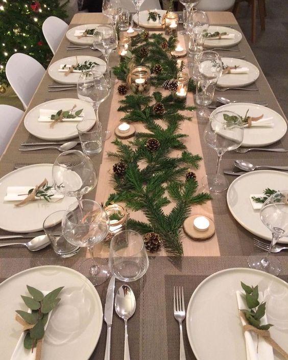 Mesaposta🍽SIMPLICIDADE! Uma mesa simples e maravilhosa! Pode jogar umas luzes de natal! Fica show! #mesaposta #mesadecorada #mesaarrumada…