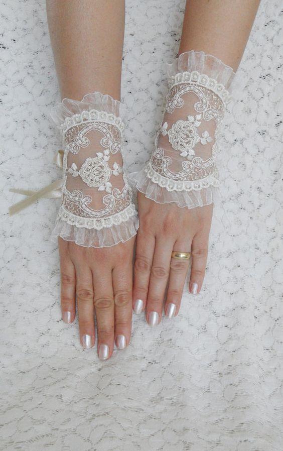wedding glove, ivory wedding glove,  ecru ivory bridal tea party accessory, bridal glove, bridesmaid gifts, FREE SHIP