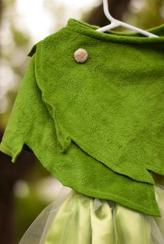 Se trata de una orden de encargo.    Disfraz de tinkerbell tiene una blusa de estilo halter con un encierro de acento y velcro de lentejuelas. La